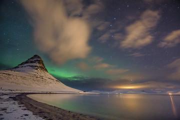 Nordlichter über dem Himmel von Island