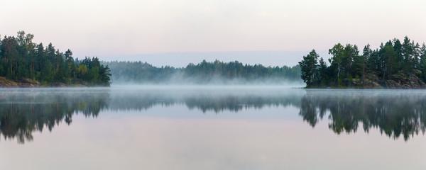 Panorama porannego jeziora