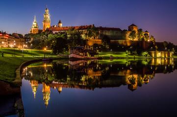 Wieczorne odbicie Wawelu w Wiśle