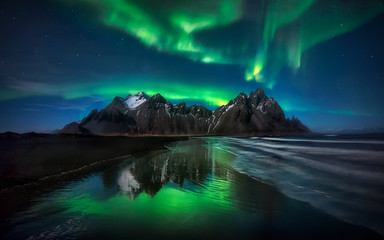 Stokksnes Northern Lights Green Reflection - ISLANDIA