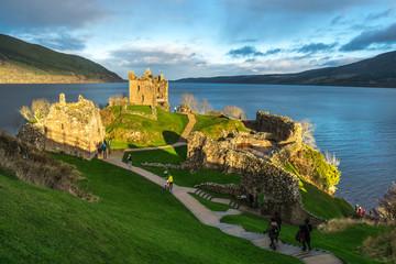 Zamek Urquhart i Loch Ness