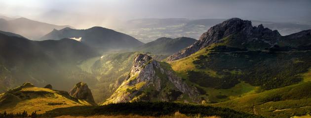Panorama zachodu słońca w Tatrach