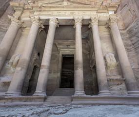 The delightful mausoleum in the ancient city of Petra (Treasury, el Khazneh) - Jordan