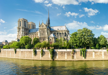 South facade of the Notre-Dame de Paris from Seine