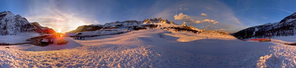 Dolomity, przełęcz San Pellegrino w 360 °