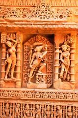 Indien: Fresken des Step Well of Rani ki Vav Tempels im Bundesstaat Gujarat
