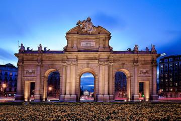 Puerta de Alcalá Madrid anochecer
