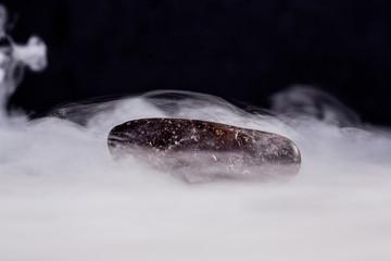 Sasso con vapori di ghaiccio secco