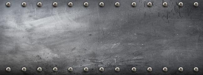banner metallico con viti