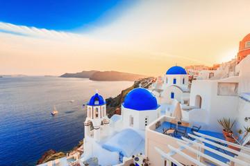Piękna Santorini zmierzchu sceneria, tradycyjna biała architektura, Santorini wyspa, Oia wioska, Grecja, Europa. Santorini jest znanym i popularnym letnim kurortem romantycznym.