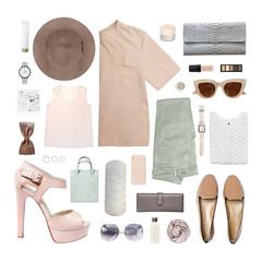 blogerka mody. Minimalny zestaw Kobiece akcesoria na białym tle.
