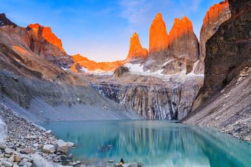 Park Narodowy Torres Del Paine, Chile. Wschód słońca przy punkcie widokowym Torres.