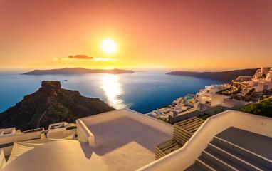 Niesamowity zachód słońca w Imerovigli, Santorini, Crete, Grecja.