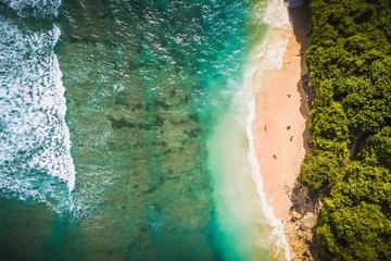 Plaża z zieloną miską, Uluwatu Bali.