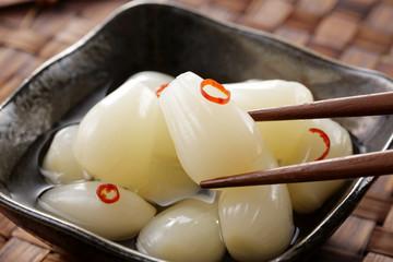 らっきょう Pickled scallion. Japanese food.