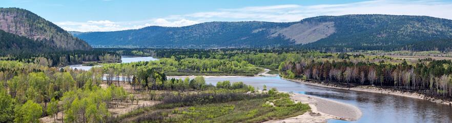 Widok na rzekę Irkut z wysokiego brzegu