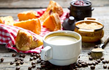 Kawa z domowym ciastem