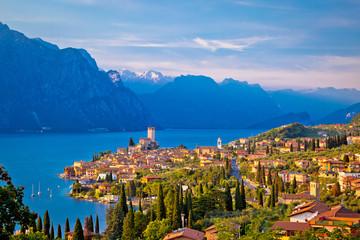 Miasto Malcesine nad jeziorem Garda widok na panoramę