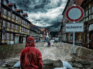 überflutete Stadt, Kajak, Sandsäcke