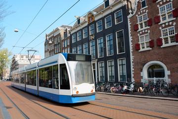 Tram oder Straßenbahn in Zentrum von Amsterdam