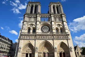 Cathédrale Notre-Dame à Paris en été, France
