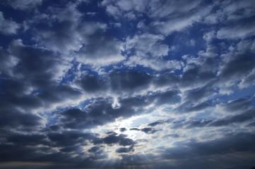 太陽と雲/光と影の抽象