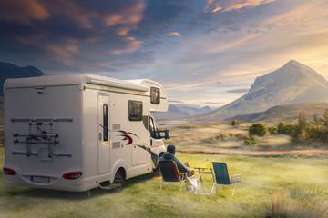 Urlaub mit dem Wohnwagen in der Natur