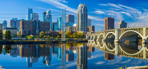 minneapolis skyline, 3rd avenue bridge, autumn