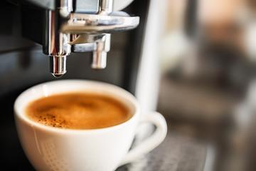 Ekspres do kawy parzący świeżą kawę