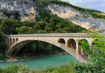 pont fleuve vert
