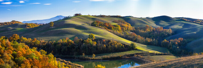 Idyllic rural landscapes and rolling hills of Tuscany in autumn colors. Italy