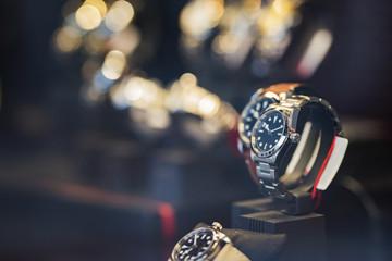 Zegarki męskie w gablocie