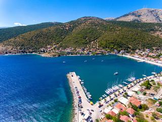 Mały port na wyspie Kefalonia Agia Efimia przystań jachtowa