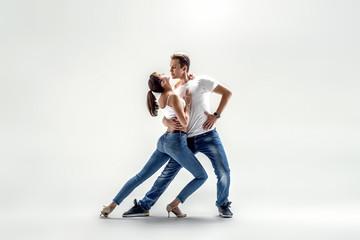 couple dancing social danse