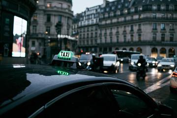 Taxi in attesa a parigi