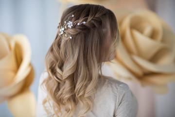 fryzura ślubna, widok z tyłu