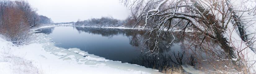 Zimowa rzeka.