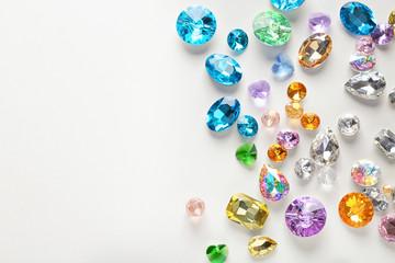 Kolorowi cenni kamienie dla jewellery na białym tle