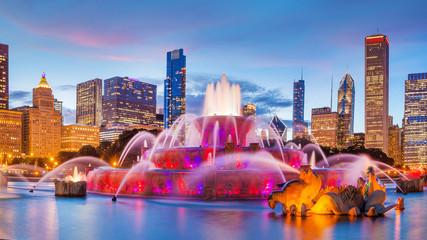Panorama panoramę Chicago z drapaczami chmur i fontanną Buckingham