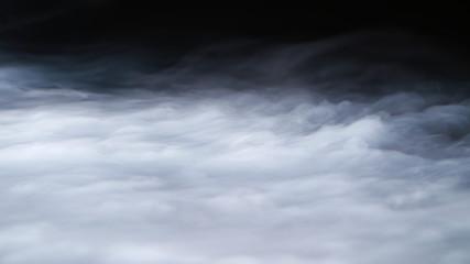 Realistyczna nakładka chmur dymu z suchego lodu mgła idealna do komponowania w twoich ujęciach. Po prostu wrzuć i zmień tryb mieszania na ekran lub dodaj.