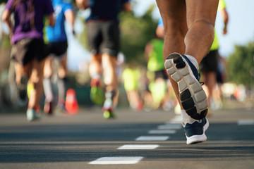 Maraton w świetle wieczoru