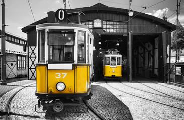stary zabytkowy tramwaj w królewskim mieście Kraków w Polsce