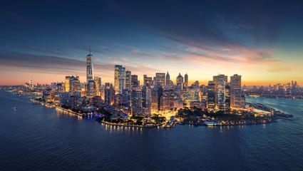 Panoramę Nowego Jorku panoramę na wschód słońca. Rankiem budynki biurowe / drapacze chmur na Manhattanie. Panoramiczny strzał w Nowym Jorku.