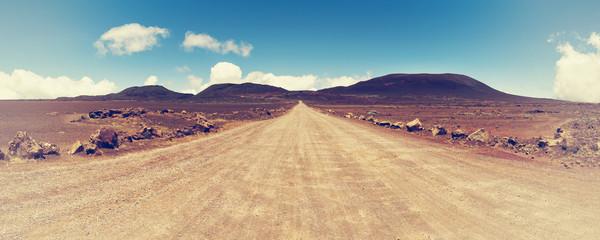 """""""równina piasków"""": na drodze prowadzącej do wulkanu """"piton pieca"""" na wyspie spotkania na Oceanie Indyjskim."""