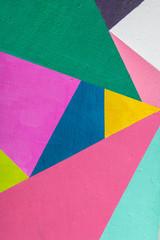 Geometryczne tło ściany w jasnych kolorach. styl pop-art