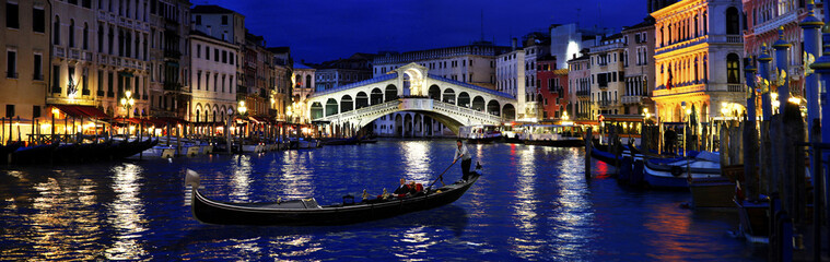 Rialto nocą, Wenecja, Włochy