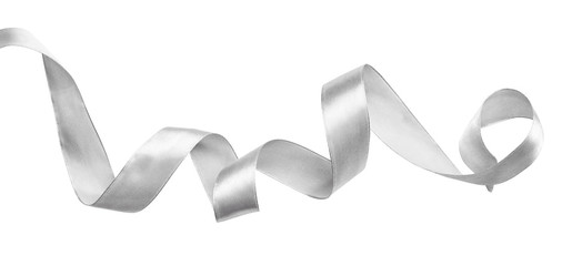 Zwinięta srebrna wstążka z jedwabiu