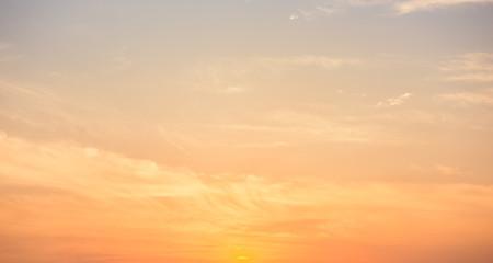 Panoramiczne niebo zachód słońca