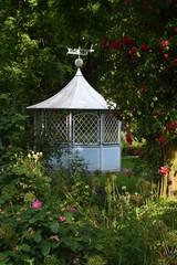 Pergola im Rosengarten