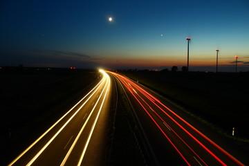 Droga ekspresowa wieczorem